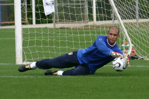 tim howard makes a save